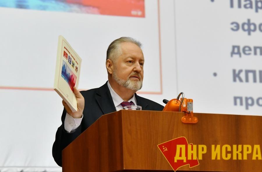 Сергей Обухов: «Ну проживет страна неделю в режиме «стол-компьютер-туалет-кровать-телевизор» — а дальше?»