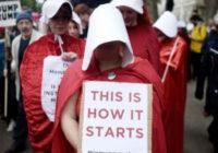 Образы из «Рассказа служанки» в США стали одним из символов протеста против реакции