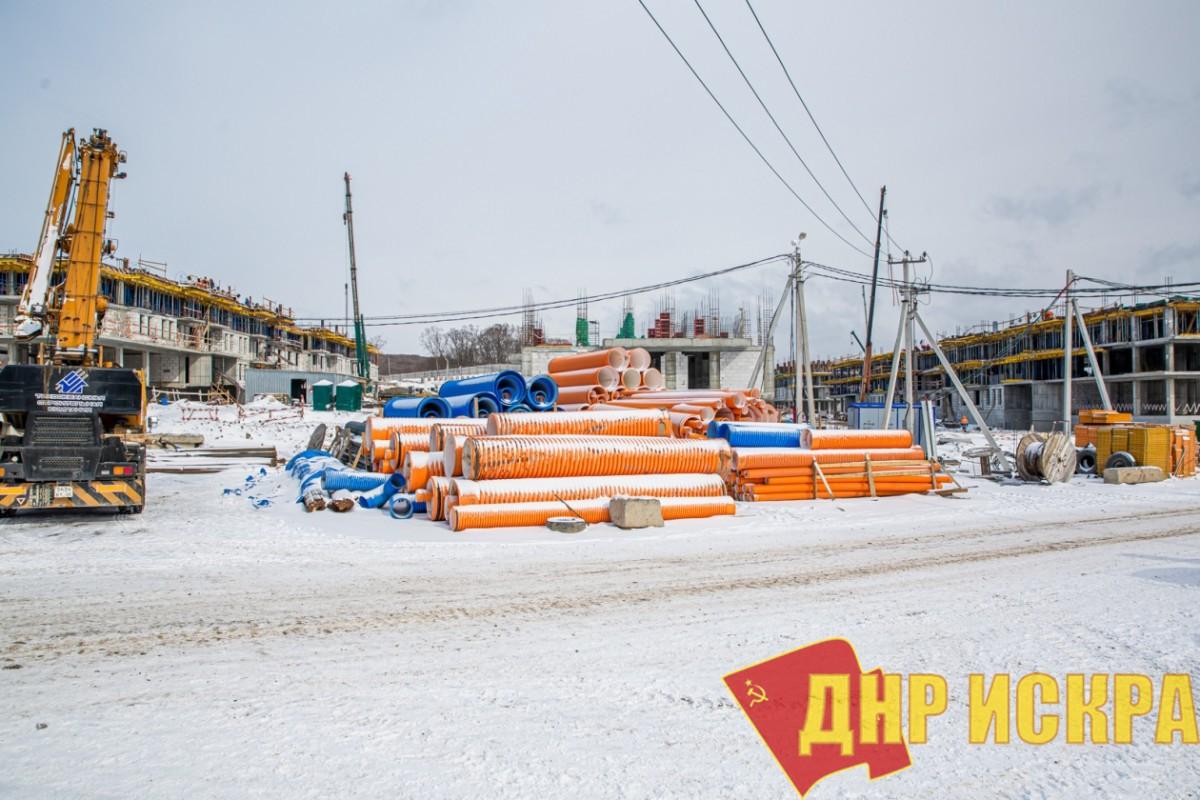 Остров Русский. Бастующие строители не приступили к работе из-за «ужасных условий труда». Фото: ИА PrimaMedia
