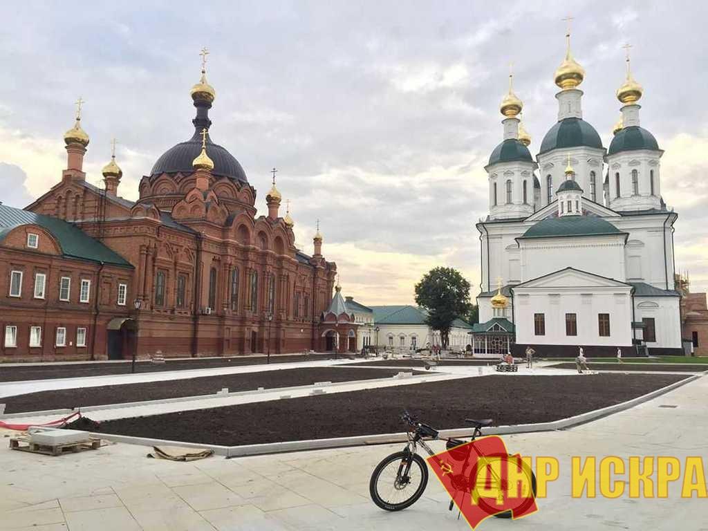 Саров, Монастырская площадь