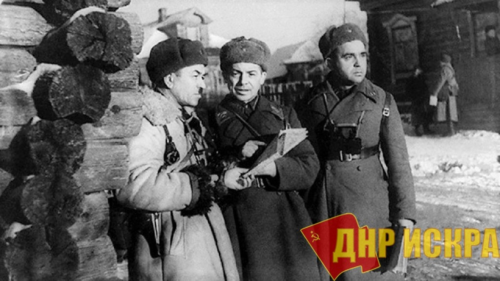 Командир 316-й стрелковой дивизии генерал-майор И. В. Панфилов в расположении штаба дивизии. 1941 г.