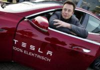 Илон Маск в машине Tesla