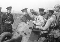 Главный хирург Красной Армии Николай Бурденко беседует с солдатами