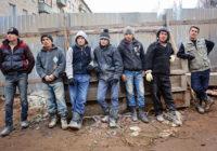 Рабочие не желают работать бесплатно и в скотских условиях. В России не хватает строителей