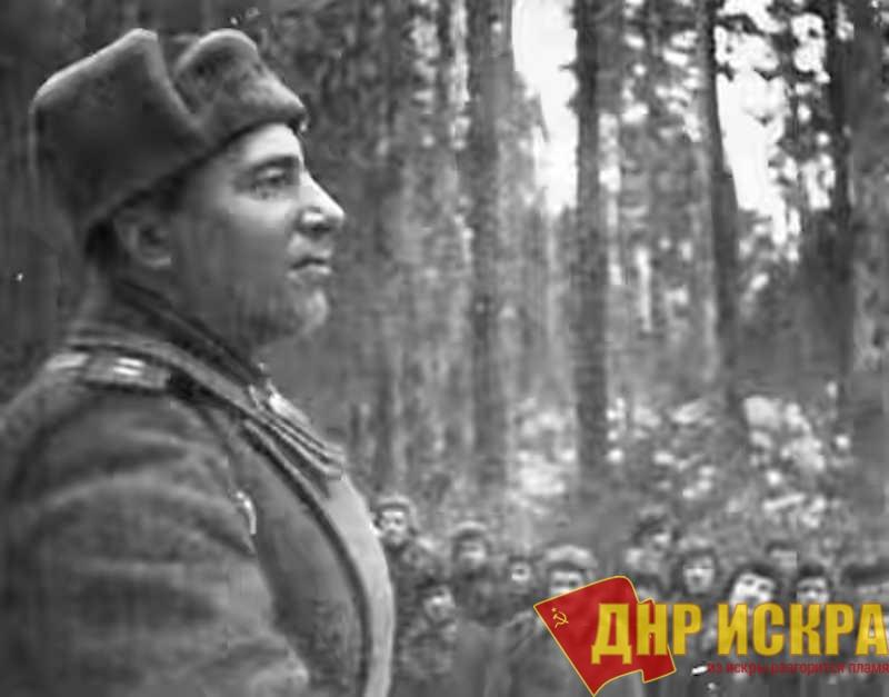 Михаил Ефимович Катуков держит речь перед наступлением. Январь 1943-го года