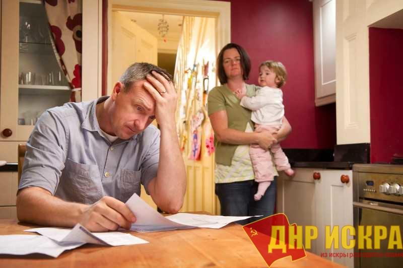 Владислав Жуковский: «Полстраны живет на 200 евро, а власть думает, как остаться у кормушки»