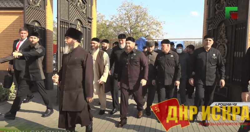Глава Чечни Рамзан Кадыров на похоронах Вахи Агаева