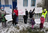 Ученики саргатской школы вышли на пикет