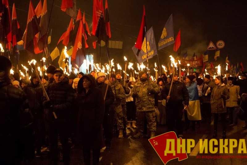«Наши герои – наша земля», «Степану Бандере трижды – слава, слава, слава!», «Москалей на ножи!», «Помни, чужак, тут хозяин – украинец!»,