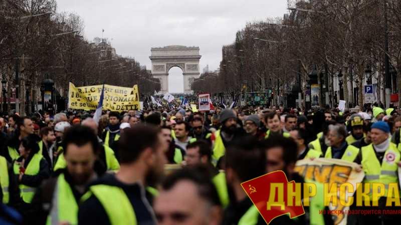 Шествие «желтых жилетов» по улицам Парижа