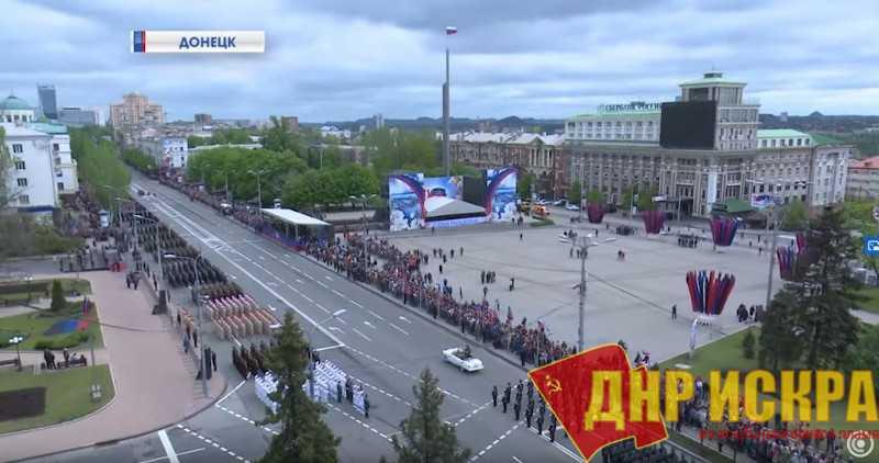 Площадь в Донецке 9 мая, во время парада