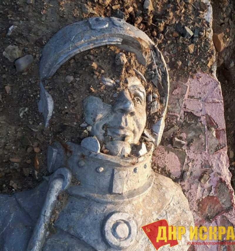 Скандал со сносом памятника Гагарину в Невельске дошел даже до Роскосмоса