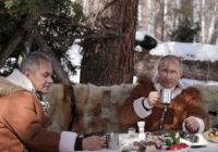 Кремлевские мечтатели Сергей Шойгу и Владимир Путин потребляют чай в Сибири
