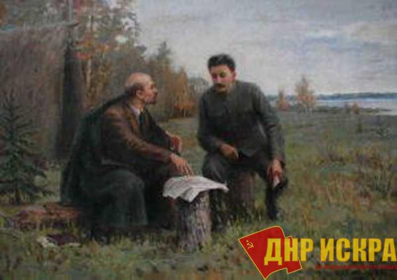 Почти половина опрошенных россиян выступила за сооружение памятника Сталину